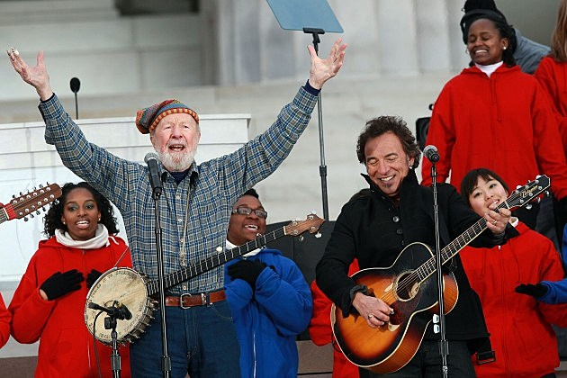 Pete Seeger and Bruce Springsteen at Lincoln Memorial 2009